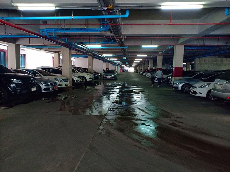 ที่จอดรถ ดราก้อนทาวน์ จุฬาซอย5 จอดรถสามย่านจุฬา
