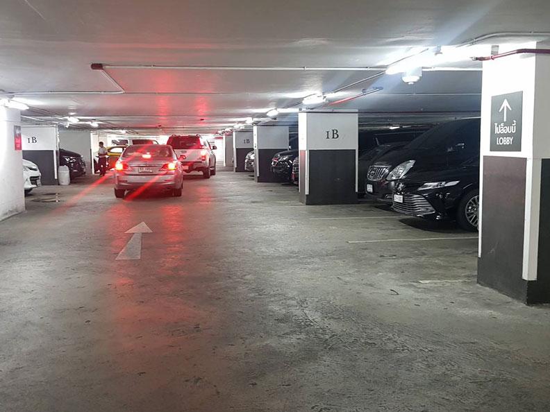 ที่จอดรถ โรงแรม Marriott สุขุมวิท22 BTSพร้อมพงษ์